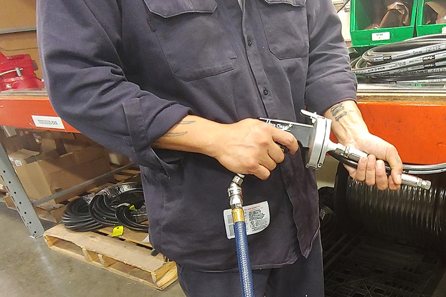 Hydraulic hose cleaning and sealing